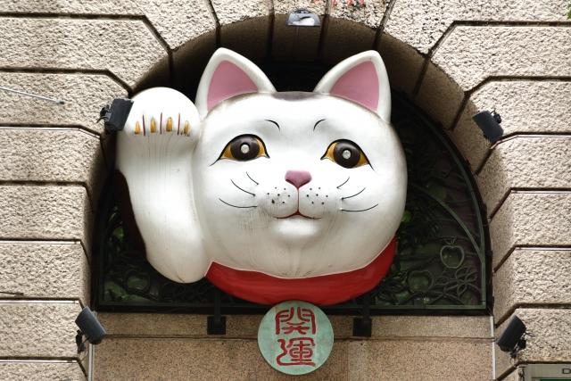横浜・関内のDEXビル招き猫